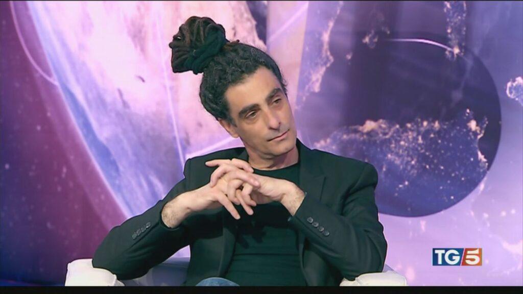 "Sandro Bonvissuto ospite della rubrica letteraria ""Da leggere"" del TG5"